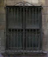 window b002
