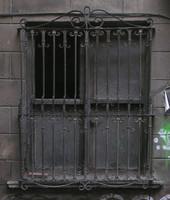 window b001