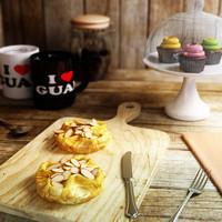 almond croissant max